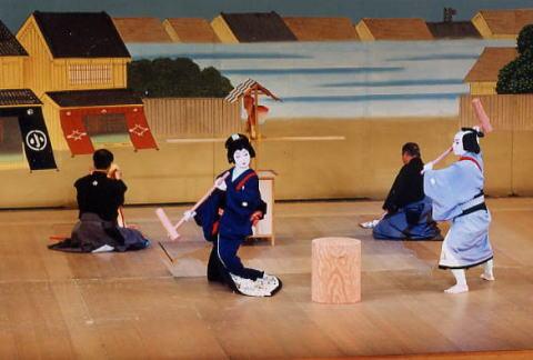 大阪の日本舞踊教室「紫派藤間流師範藤間紫近」 日本舞踊教室のご案内 日本舞踊と言うと「堅苦しい」